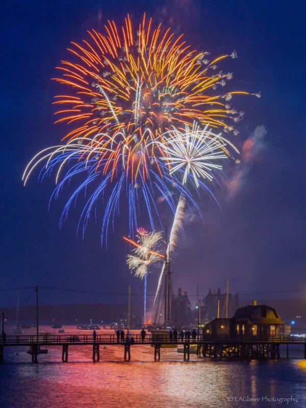 Footbridge fireworks vert