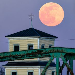 Brunswick Moonrise by Maine Mountain Media